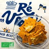 Et 2h de plus 🥳 Les biscuits apéro pizza bio sont là pour accompagner vos longues soirées (jusqu'à 23h 😎)   Disponible sur le stand ce matin place d'Antioche à Ste Marie et sur votre boutique en ligne !   #iledere #ilederé #cestlété #apéritif #retrouvailles #pizza #biscuits #soirées #entreamis #famille #plaisir #drinks #summer #happiness #bio #produitsbio #vrac #réseauvrac #reenvrac