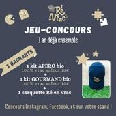 📯 Afin de conclure cette semaine en beauté, voici le jeu-concours : 1 an déjà ensemble 😊   C'est très simple 😉 Concours Instagram, Facebook, et sur votre stand ! Nombre de gagnants : 3  Pour chaque gagnant :  ⭐️ 1 kit apéro 100% vrac d'une valeur de 15€ ⭐️ + 1 kit gourmand 100% vrac d'une valeur de 15€  ⭐️ et une casquette Ré en vrac   🕹 Pour participer sur Instagram et/ou Facebook :  💚 Suivez notre compte @reenvrac 💚 Likez ce post et inviter 3 ami(e)s à tenter leur chance en commentaire 💚 Un partage en story en identifiant notre compte pour doubler vos chances.   🕹 Pour participer sur le stand :  Un bocal sera à votre disposition vendredi, samedi et dimanche pour y déposer votre prénom (avec un numéro de téléphone ou mail pour qu'on puisse vous prévenir quand même 😉).    🎉  Résultat du concours en story dimanche 05 juin à 20h30 📰  À vous de jouer et bonne chance 😎  #iledere #ilederé #jeuconcours #gagnant #kit #bio #produitsbio #vrac #apéro #gourmand #casquette #1an #anniversaire #tentetachance #story #post #facebook #insta #reenvrac