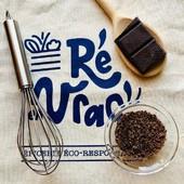 Faites-vous plaisir pendant ce confinement (et aussi le reste de l'année bien sur 😉)  Le meilleur partenaire pour des pâtisseries réussies se trouve dans votre épicerie : le chocolat noir dessert en vrac 🤤  🤫 Petit conseil d'ami ! Deux tablettes sont recommandées : une pour la route et une pour réaliser votre dessert… On vous aura prévenu 😁  www.reenvrac.fr  #iledere #ilederé #chocolat #dessert #vrac #pâtisserie #ecoresponsable #gourmandise #plaisir #courses #reenvrac