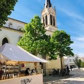 Besoin de quelques courses ?   Votre épicerie sera présente demain matin avec le soleil ☀️ à côté de l'église ⛪️ de La Couarde.  Bonne fin de journée et à demain.  #ilederé #lacouarde #epicerievrac #vracances #bio #vrac #bocaux #marché #soleil #reenvrac