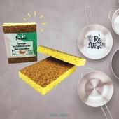 Vous voulez une bonne nouvelle ? C'est la fin des éponges vertes pas vraiment vertes 🥳💃  Non rayante et super récurante, c'est La 1ère Éponge Grattante, 100% Recyclable, qui prend soin de vos casseroles comme de la nature 🌱  La super éponge de chez @pimpant.co est composée d'une face cellulose et d'une face grattante naturelle à base de coques de noix et de noyaux de fruits brisés, il fallait y penser ☺️  100% d'origine naturelle, elle est faite en France 🇫🇷 et biodégradable ! En voilà une belle manière de passer l'éponge 🧽🌍  Elle est déjà sur votre stand 😁 On se retrouve ce matin place des Tilleuls à La Noue   #iledere #nouveauté #madeinfrance #epongenaturelle #originenaturelle #biodegradable #protegeonslaplanete #ecoresposable #reenvrac